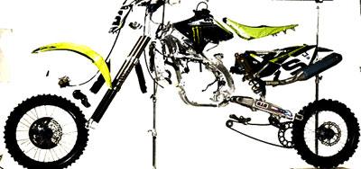 moto enduro desmontada