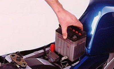 porque se descarga la bateria de mi moto