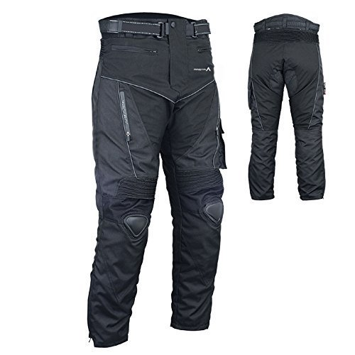 Pantalón impermeable con forro termico y sistema de ventilación.