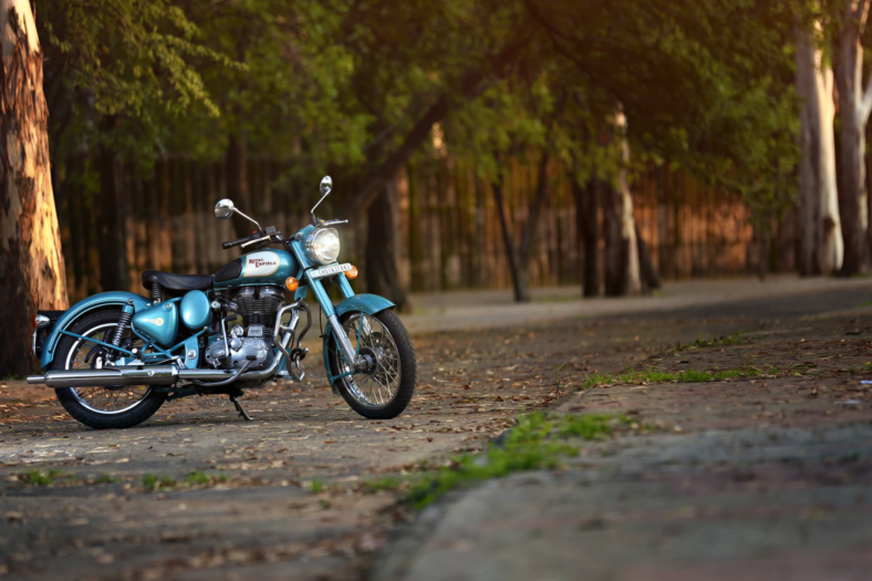 distribuidor de accesorios y recambios para motos